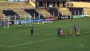 Aparecidense derrota o Novo Horizonte, que fica sem técnico - Camaleão vence por 2 a 1, de virada, e Wladimir Araújo pede demissão.