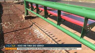 Vândalos destroem ponto do ônibus em Foz - Ato de vandalismo foi na região do bairro Morumbi.