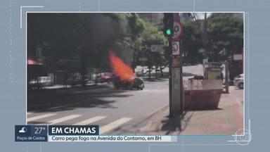 Carro pega fogo na Avenida do Contorno, na Região Centro-Sul de Belo Horizonte - De acordo com Corpo de Bombeiros, motorista ficou ferido e foi levado para o Hospital João XXIII.