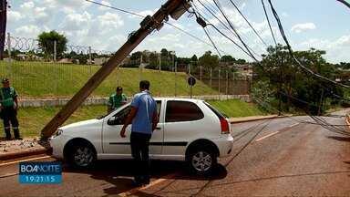 Moradores do Santo Onofre ficam sem luz, em Cascavel - O apagão foi provocado por um acidente de trânsito.