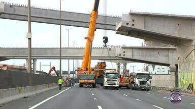 Após instalação de vigas, liberação da freeway, em Porto Alegre, deve ser antecipada - Vigas fazem parte das obras da nova Ponte do Guaíba.
