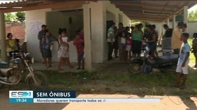 Moradores reclamam de falta de ônibus em comunidades do Norte do ES - Em Barreiras, Meleiras e Escondidinho, coletivos só passam nas quintas e sábados. Até o transporte escolar não passa na região.