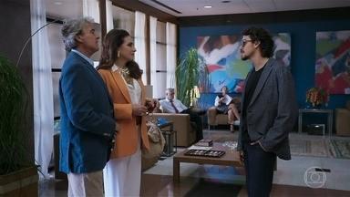 Mercedes desconfia de Jerônimo/Rojê - Jerônimo afirma que é amigo de Tobé e inventa histórias sobre seu pai diplomata