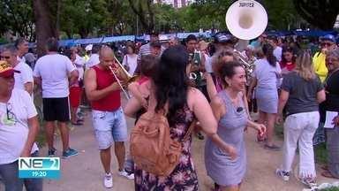 Moradores de Casa Forte fazem ato para alertar para cuidados da praça - Coração do bairro, praça recebeu orquestra e inauguração de placa