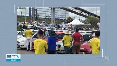 Homem é baleado por dois bandidos na Avenida Paralela - Vítima correu até o estacionamento de um supermercado no bairro do Imbuí e foi socorrida pelo Samu.
