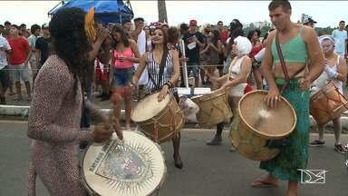 População curte carnaval em São Luís - Dia foi de carnaval na avenida Beira Mar.