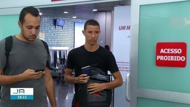 Jovem que sobreviveu ao incêndio no CT do Flamengo chega a Palmas e fala sobre a tragédia - Jovem que sobreviveu ao incêndio no CT do Flamengo chega a Palmas e fala sobre a tragédia