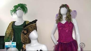 Lojas de fantasias comemoram procura por produtos - Período pré-carnavalesco aquece setor.