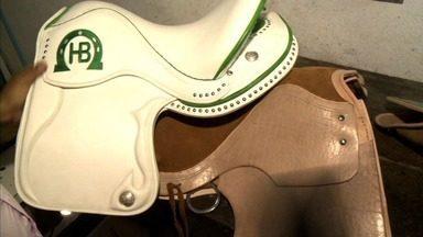 Conheça a fabricação de selas para cavalos que é feita em Viçosa - Fabricação tradicional foi passada de pai para filho.