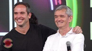 Serginho Groisman e Caio Ribeiro acertam a primeira no 'Super Ding Dong' - Dupla lembra rapidamente de banda