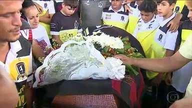 Quatro adolescentes vítimas do incêndio no CT do Flamengo são sepultadas - Um deles foi enterrado em Limeira, interior de São Paulo.