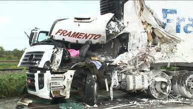Motorista morre em acidente na BR-135, em Bacabeira - Acidente aconteceu em trecho duplicado da rodovia, que está sendo utilizado como via de mão dupla.