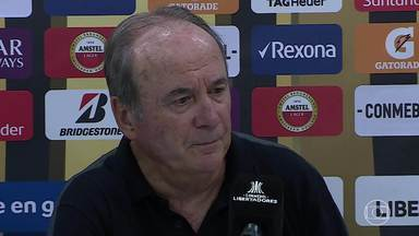 Após não acertar com Tardelli, Levir e Victor falam de atraso de salários no Atlético-MG - Atacante fecha com o Grêmio; técnico e goleiro comentam situação financeira do clube