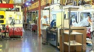 Quantidade de pessoas com carteira de trabalho cresce 8,5% em Itupeva - O ano de 2018 foi bom para quem procurou emprego em Itupeva (SP). É que a cidade abriu mais de duas mil novas vagas. Segundo o Ministério do Trabalho, em Itupeva a quantidade de pessoas com carteira de trabalho cresceu 8,5% no ano passado.