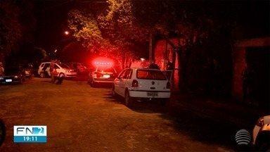 Homem morre baleado após reagir a abordagem da PM - Indivíduo estava foragido da Justiça.