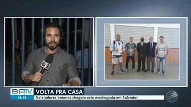 Velejadores que passaram 18 meses preso na África, chegam em Salvador nesta sexta (14) - Os brasileiros foram detidos e condenados a 10 anos de prisão em março do ano passado por tráfico internacional de drogas.