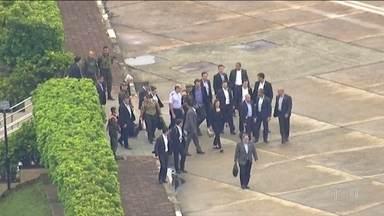 Presidente Jair Bolsonaro tem alta do hospital - Jair Bolsonaro passou 18 dias internado depois de retirar a bolsa de colostomia.