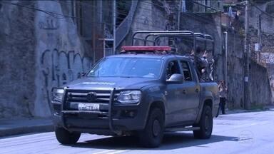 No Rio, polícia e MP investigam ação da PM com 15 mortos no Morro do Fallet - Moradores acusam a PM de tortura e execução. PM afirma que bandidos armados começaram o confronto. Foram apreendidos quatro fuzis e 14 pistolas.