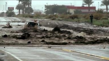 Enchente na Califórnia mata 1 e deixa 50 famílias desabrigadas - Enxurrada levou casas e ventos chegaram a 100 km/h