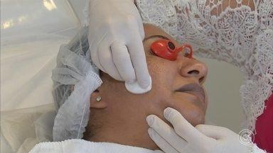 Aprenda a evitar uma doença de pele que afeta muitas mulheres - Na reportagem sobre saúde, nós vamos falar sobre um problema que afeta muitas mulheres. O melasma são aquelas manchas escuras que aparecem no rosto e que prejudicam a autoestima.