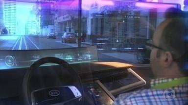 Confira as novas tecnologias de telas para os automóveis do futuro - A tendência é que as telas vão se tornar cada vez mais presentes nos automóveis. O Auto Esporte mostra as ideias para um futuro próximo.