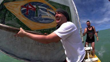 Maceió - Em Maceió, Paulo Gustavo é recebido por fãs, curte praias paradisíacas, faz passeio de veleiro e jangada, mergulha em piscinas naturais e até tenta relaxar no spa sem seu celular.