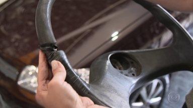Veja como restaurar volantes que descascaram - Se o volante começa a descascar, o que fazer? Explicamos que este desgaste nada tem a ver com ácido úrico.