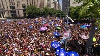 Blocos desfilam no pré-carnaval e fazem a alegria de milhares de foliões - Em Vitória, no Espírito Santo, sete escolas de samba já passaram pelo Sambódromo.