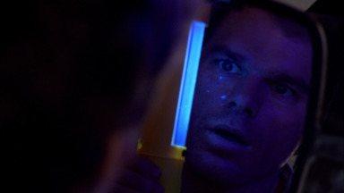 Crocodilo - Enquanto se prepara para atacar sua próxima vítima, Dexter descobre que o assassino do caminhão de gelo sabe um segredo seu.