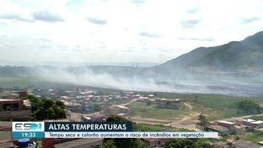 Moradores reclamam de fumaça e suspeitam de volta de incêndio em turfa, na Serra - Cheiro de fumaça tem dificultado moradores da região até de respirar.