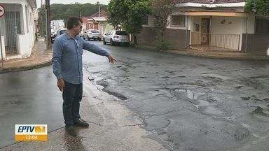 Buracos no asfalto incomodam e causam acidentes em Rio Claro - Prefeitura afirmou que chuvas atrapalham o serviço, mas segue com equipe de tapa buraco.