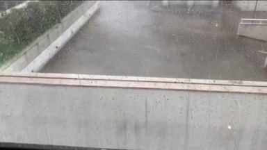 Vila Olímpia também tem chuva com granizo - Choveu forte na Zona Sul e caiu granizo na Vila Olímpia.