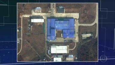 Novas imagens mostram atividade em base de lançamento de mísseis da Coreia do Norte - Imagens de satélite mostram a volta de veículos e guindastes no centro de montagem de mísseis que já foi usado para fazer o primeiro míssil capaz de atingir os Estados Unidos