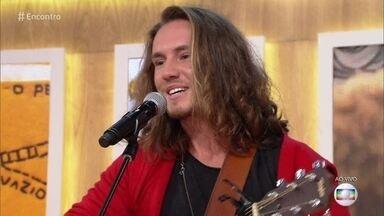Vitor Kley canta 'Morena', música inspirada em Gabi da 'Melim' - Envergonhado, cantor confirma o romance que teve com a cantora e diz que é muito amigo dela e dos demais integrntes da banda