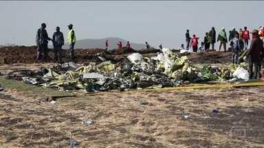 Gol suspende uso de Boeing 737 Max 8 após acidente na Etiópia - Empresa tem telefone para informações. Duas caixas-pretas do avião que caiu na Etiópia são encontradas. Morreram 157 pessoas.