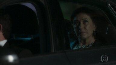Valentina discute com Eurico e Marilda - Prefeito questiona a cunhada sobre a conversa com Gabriel. Valentina decide ir até o cabaré de Ondina
