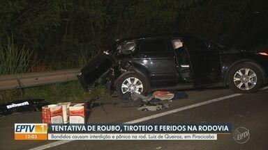 Tentativa de roubo a carro-forte provoca confronto com tiros na rodovia Luiz de Queiróz - Bandidos interditaram nesta segunda-feira (11) a rodovia Luiz de Queiróz, em Piracicaba (SP). Vigilantes reagiram à tentativa de assalto a carro-forte e houve troca de tiros.