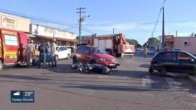 Acidente entre quatro veículos deixa Rua Brilhante, em Campo Grande, interditada - Três mulheres ficaram feridas no acidente.