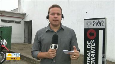 Travesti é presa suspeita de roubar cerca de R$ 5 mil de um homem, em João Pessoa - Roubo tem duas versões, que foram apresentadas à Polícia Civil, na Central de Polícia.