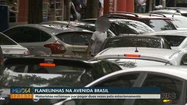 Motoristas e comerciantes reclamam de flanelinhas no centro de Foz - Motoristas reclamam por pagar duas vezes pelo estacionamento.