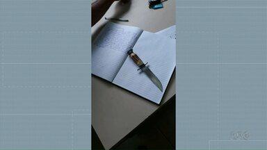 Adolescente é apreendida com faca em escola de Campo Mourão - A jovem, de 14 anos, disse à polícia que levou a faca para se defender de outra aluna.