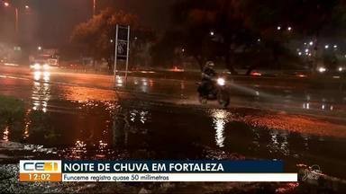 Noite de chuva alaga ruas e avenidas de Fortaleza - Confira outras notícias no g1.com.br/ce