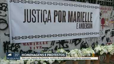 Protestos e homenagens marcam um ano do assassinato de Anderson e Marielle - Manifestantes amanheceram em protestos no Estácio, local do assassinato, na Câmara de Vereadores. Mãe pediu missa na Candelária para homenagear filha.