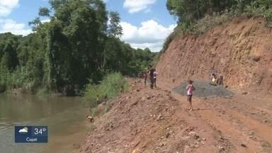 Moradores protestam para melhorias em estrada no Vale do Ribeira - Via está intransitável, segundo motoristas.