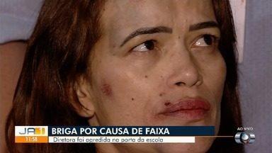 Diretora de escola agredida após impedir fixação de faixa vai à delegacia, em Goiânia - Ela disse que ficou 'indignada' como que ocorreu.