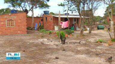 Segunda fase da operação Hot Lakes é realizada em Arraial do Cabo; casas foram demolidas - Ação foi realizada nesta quinta-feira (14) no Parque Estadual da Costa do Sol para combater invasões e construções irregulares.