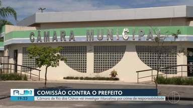 Vereadores aprovam criação de comissão para investigar prefeito de Rio das Ostras, no RJ - Assista a seguir.