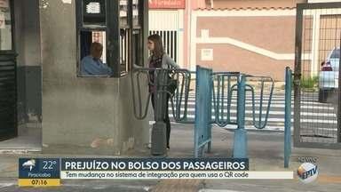 Sistema de integração de ônibus em Campinas tem mudança para quem usa o QR Code - Nos terminais da Vila União e do Vida Nova, o passageiro tem que passar o QR Code antes de entrar.
