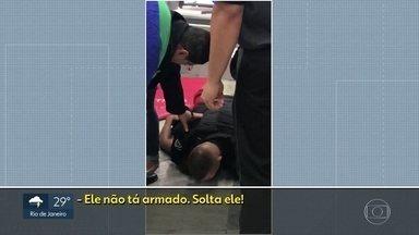 Polícia conclui que segurança de supermercado na Barra assumiu risco de matar por asfixia - Mesmo depois de 11 avisos, o segurança que imobilizou Pedro Henrique dentro de um supermercado na Barra da Tijuca, não parou e matou o jovem, por asfixia.