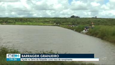 Moradores temem rompimento de açude - Reforço na barragem está sendo feito com sacas de areia